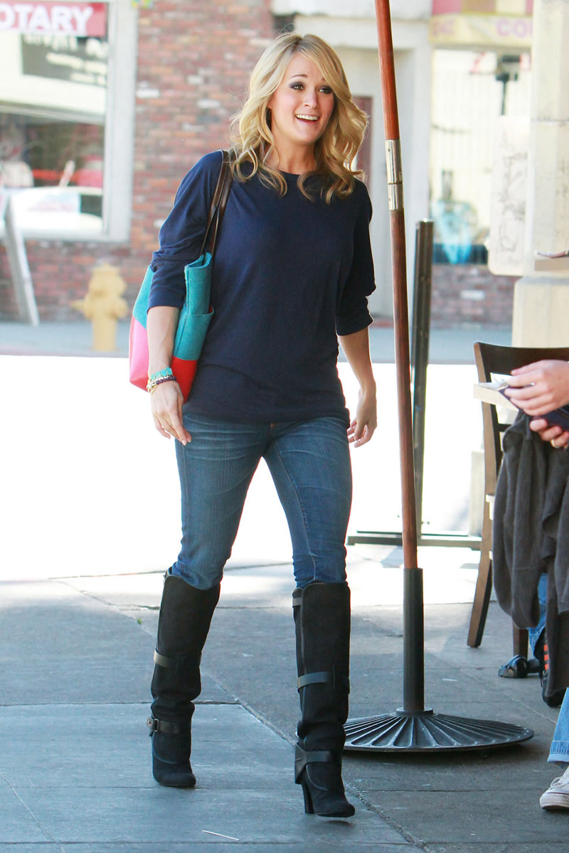Upskirt Celebs: Carrie Underwood's jeans are so tight I ...