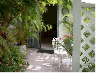 Peaceful, fully equipped cottage with kitchen    with short drive to best beaches