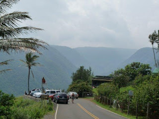 Walking to Pololu Valley Lookout