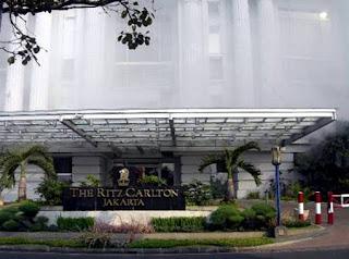 Ritz Carlton hancur di teror bom
