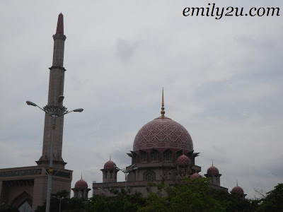 huge mosque in Putrajaya