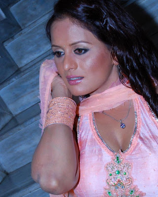 tanisha hot photos