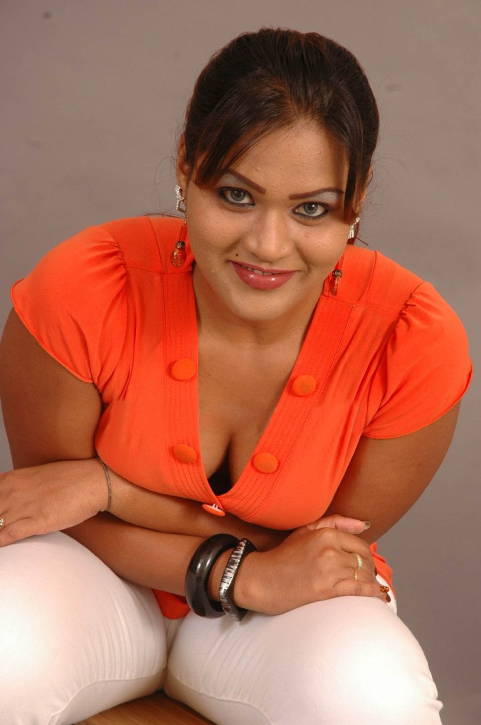 INDIAN ACTRESS PRIYANKA SINGH CAMEL TOE
