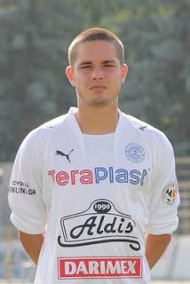 Mikhail llega al país y habla de sus metas en el fútbol europeo