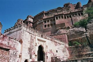 El sabio oriental monumentos de la india for Minar muebles
