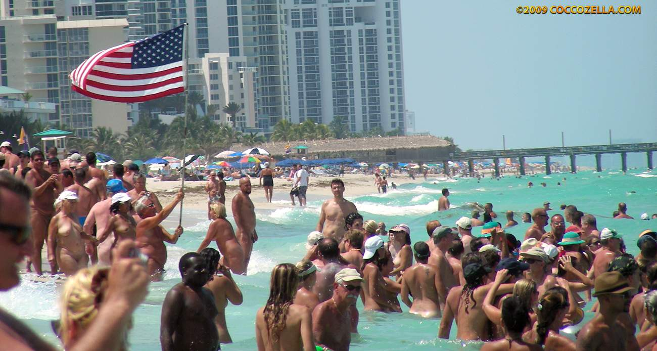 The Nude Beach Photo Blog: World Record Skinny Dip