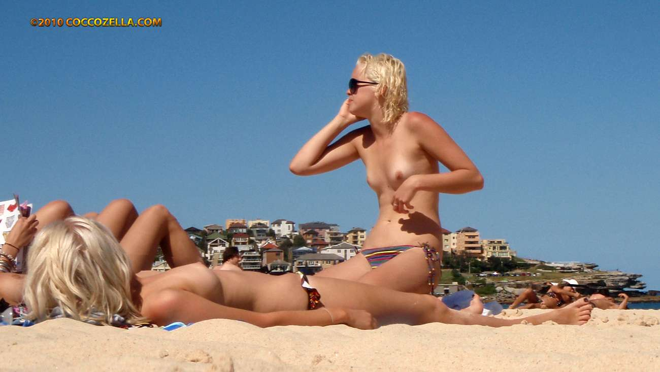 topless australian girl woman