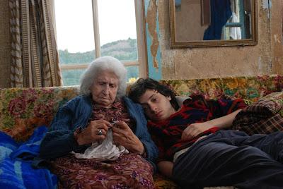 Anneanne Nusret ve torun Murat Batı Karadeniz dağlarındaki evde