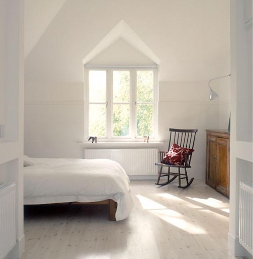 Paperwhite cabin bedrooms for Minimalist cottage style