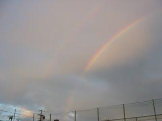 コートから見た2重の虹