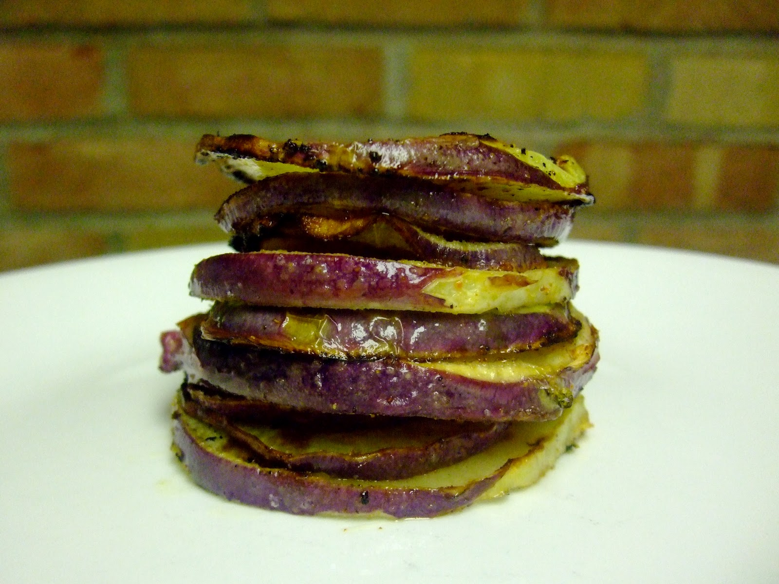 Low Carbon Diet: Purple Kohlrabi Chips