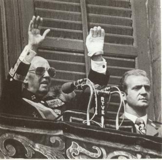 BUSCO FOTO DE JUAN CARLOS I CON LA MANO LEVANTADA. Franco_jc_1975