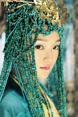 zhou xun's elaborate headdress in confucius  (sina)