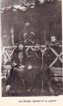 ვაჟა მეუღლესთან და ვაჟებთან ერთად