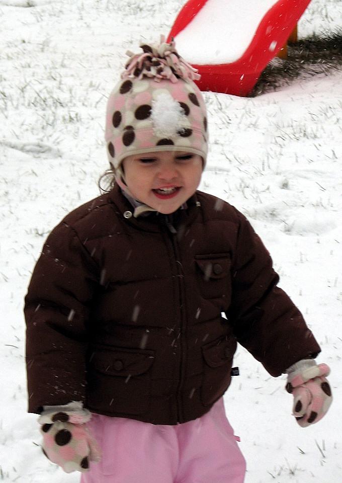 [28+months+-+First+Snow+Dec.+2007+003edit.jpg]