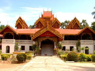 Wat Sri Rong Muang