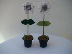 Mini Vaso, com flor fuxico pode ser aromatizada  na cor de sua preferência - 8,00