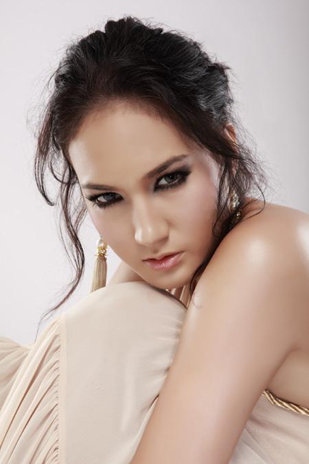 Nama : Nadine Chandrawinata