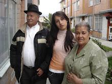Los abuelitos con mi esposa