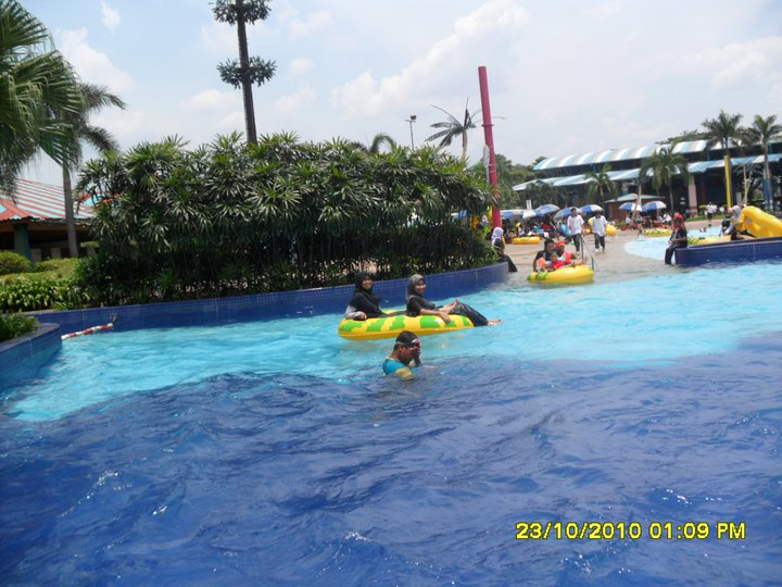 weakness of desa water park