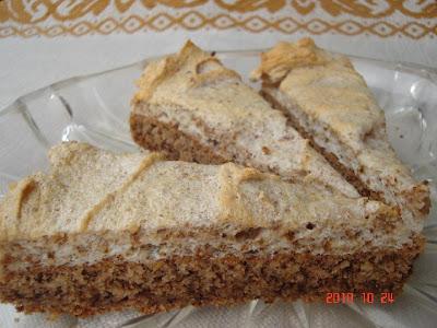 Orechovo - jablková torta s orechovou penou