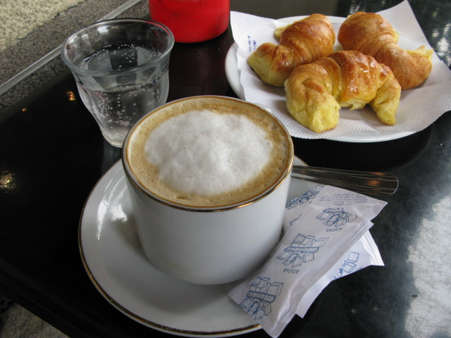Cafe con Leche con Medias Lunas...mmmmmm