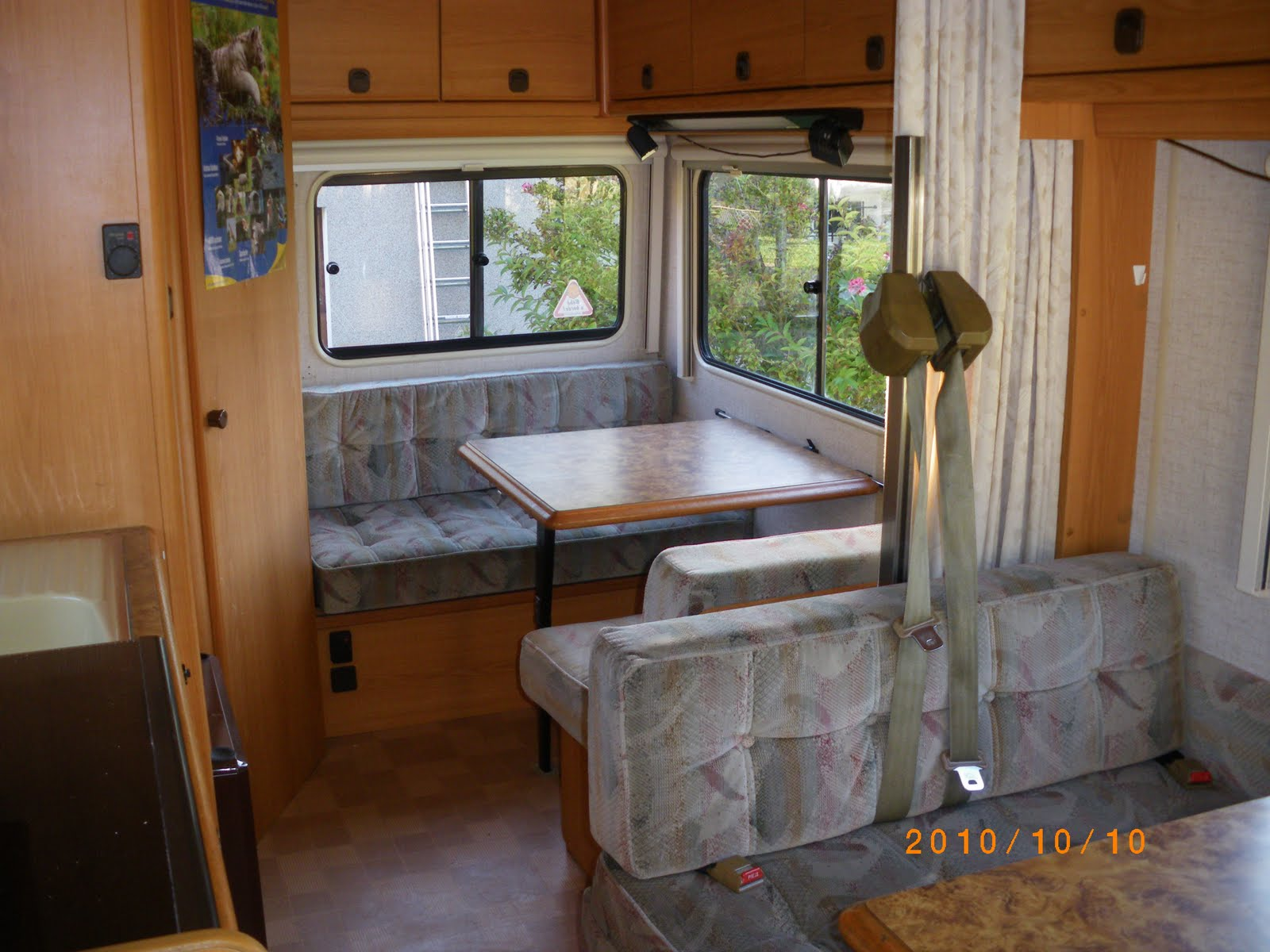 Nos aventures en camping car for Store interieur camping car