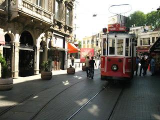 21.01.12. Трамвай - отличный способ объехать Стамбул.  Вы можете использовать трамвай для поездок между многими...