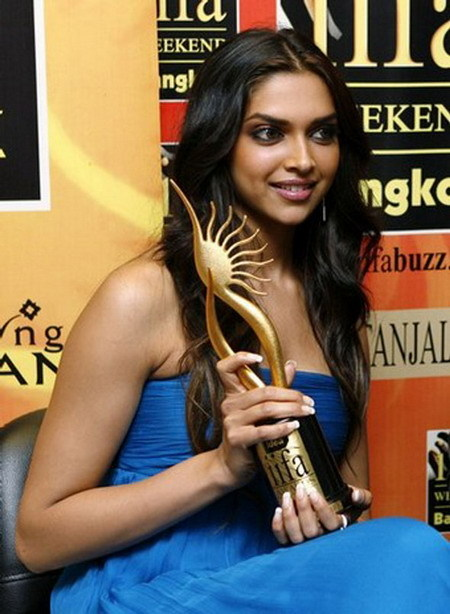 Deepika Padukone hot blue dress