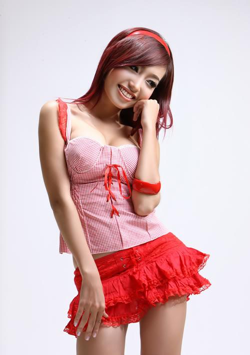 Elly Tran Ha image