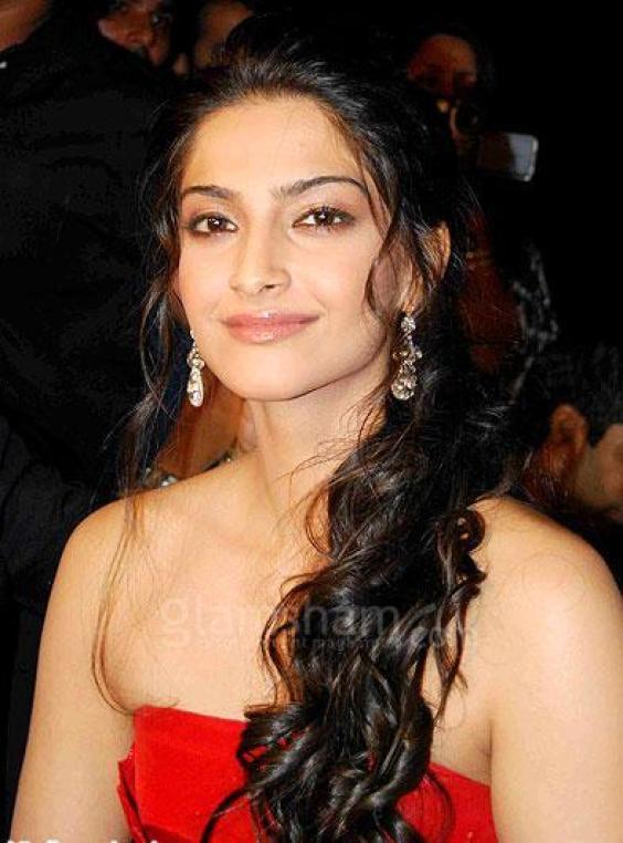 Sonam Kapoor sexy pic
