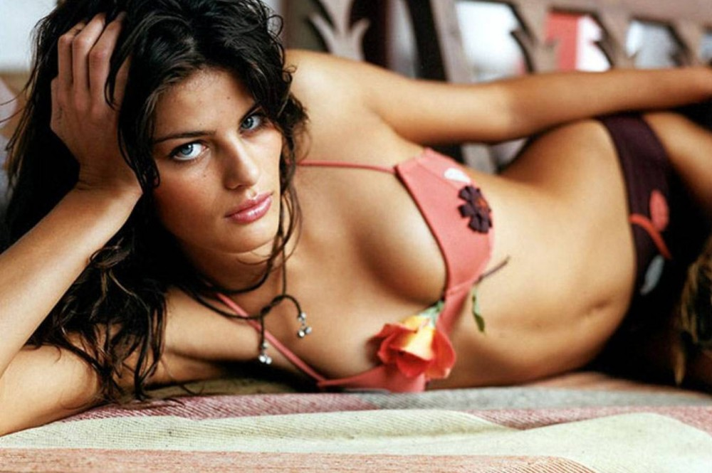 Isabeli Fontana hot photo