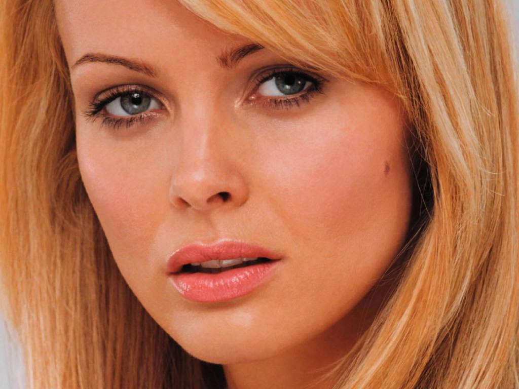 Izabella Scorupco sexy foto