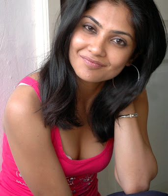 Kamalini Mukherjee hot photo