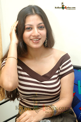 Keerthi Chawla sexy pic