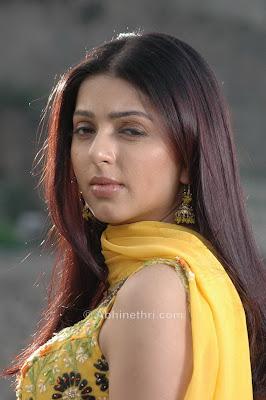 Keerthi Chawla sexy foto