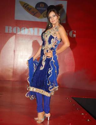 Neetu Chandra sexy foto