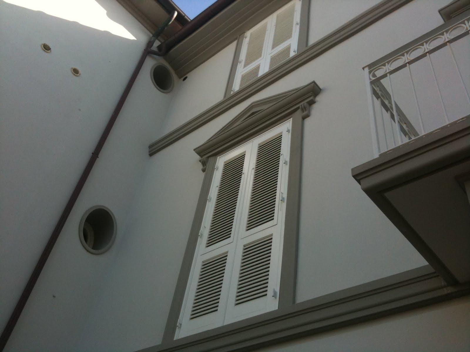 Cornici ed elementi prefabbricati in polistirolo for Decorazione finestre