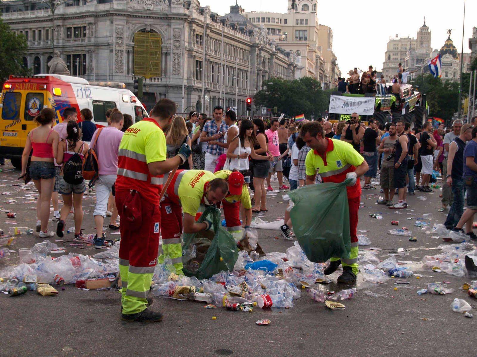 El negocio del Orgullo Gay en Madrid. Los comercios se forran con el Orgullo pero Carmena paga parte de la fiesta. Orgullo+Gay+2010+(110)+-+baja