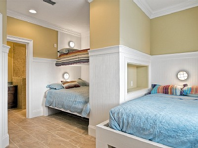Henley on the horn sleeping porches what are your thoughts on a sleeping porch or fun bunk room solutioingenieria Images