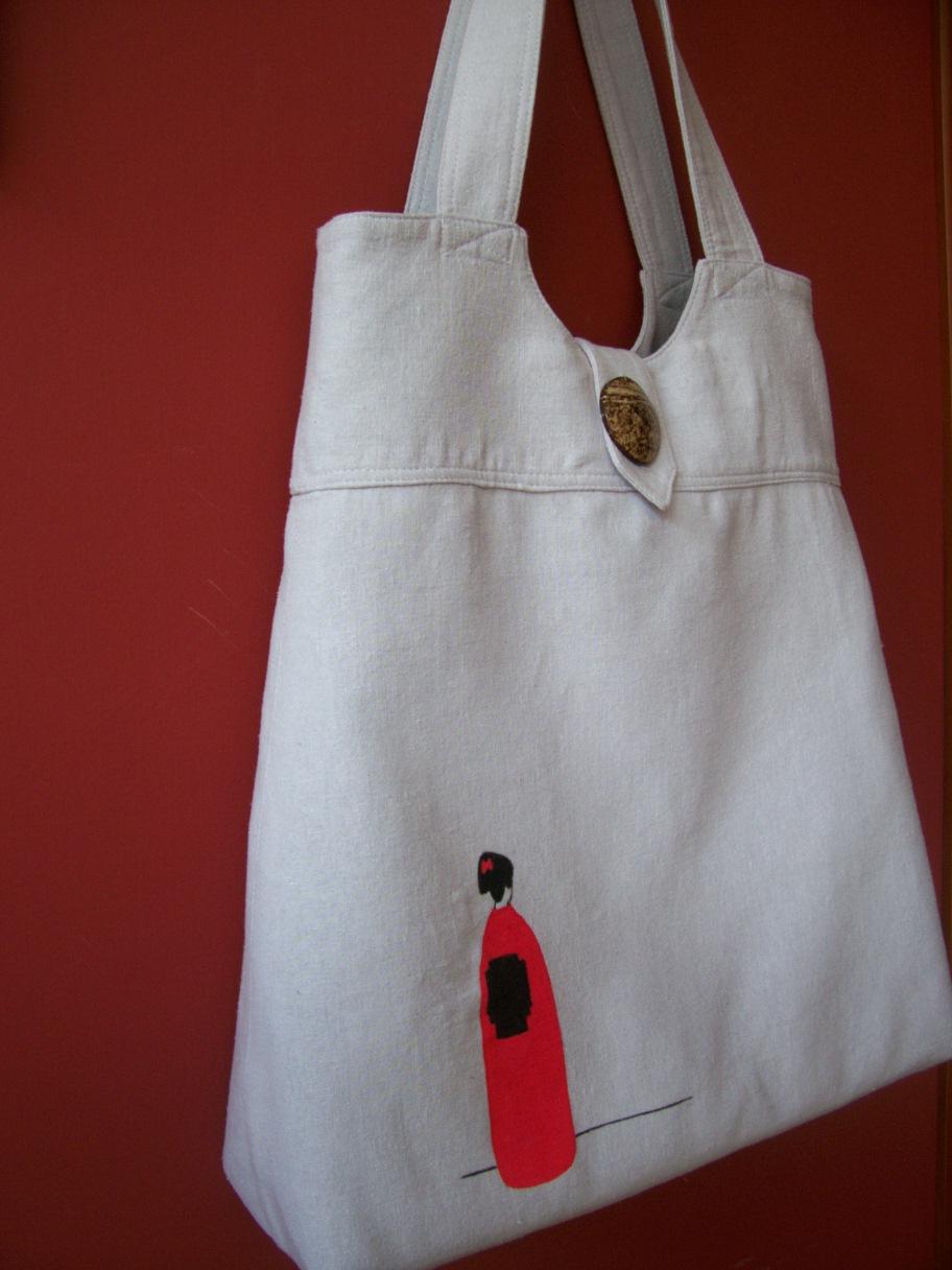 Diseño de bolsos de tela. Bolso pintado, gris y rojo