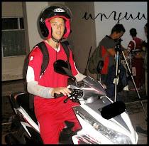 Si Unyuu naik motor :D