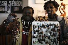 Jimy, artesano senegalés,  con Ibrahim