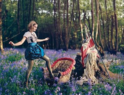 Amanda Seyfried should be in Alice in Wonderland agree