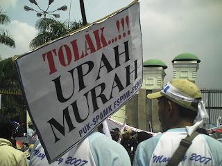 berikut ini daftar umr upah minimum regional propinsi se indonesia