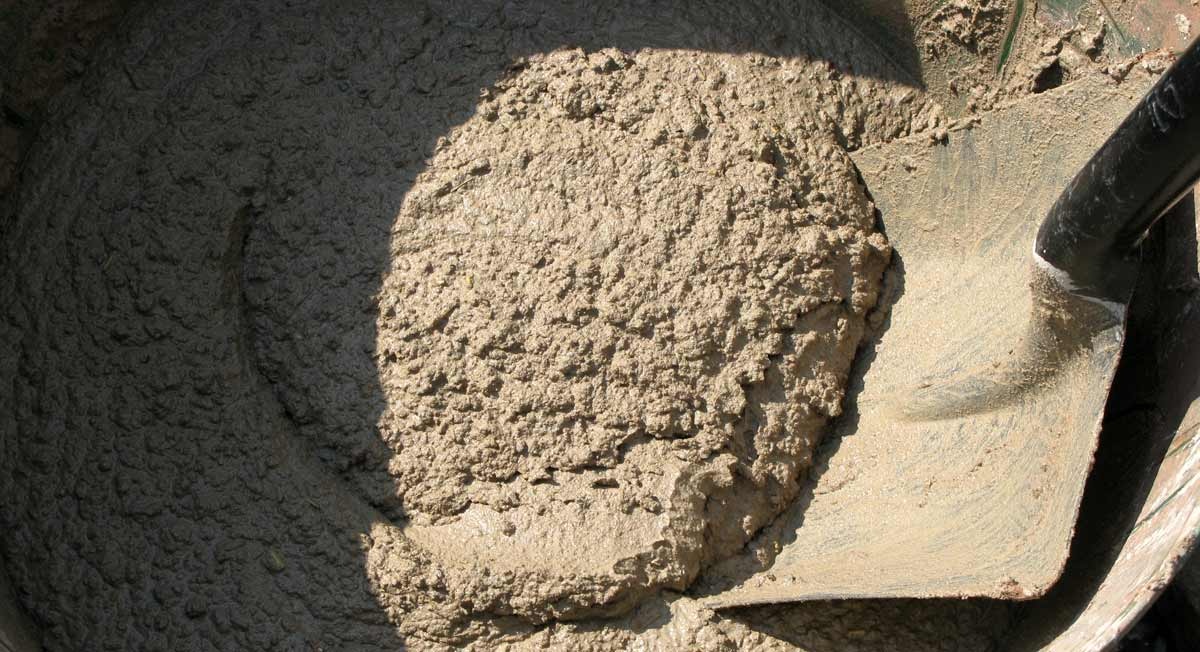 Animal Hair Plaster : Pheasant place making an earth oven part