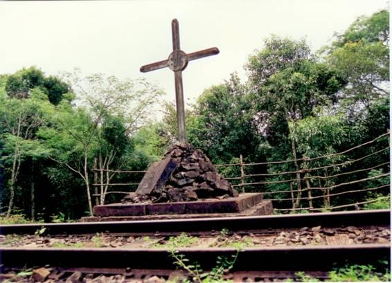 Este é o monumento em homenagem às vitimas do Assalto ao Trem Pagador.
