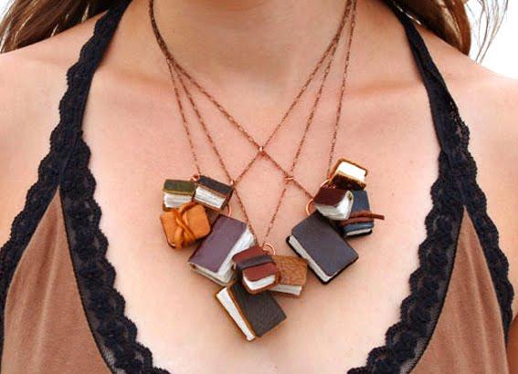 http://3.bp.blogspot.com/_6xycDQlxRpA/TI4fKrIofwI/AAAAAAAABC8/rZicZFBKGUU/s1600/book-necklace.jpg