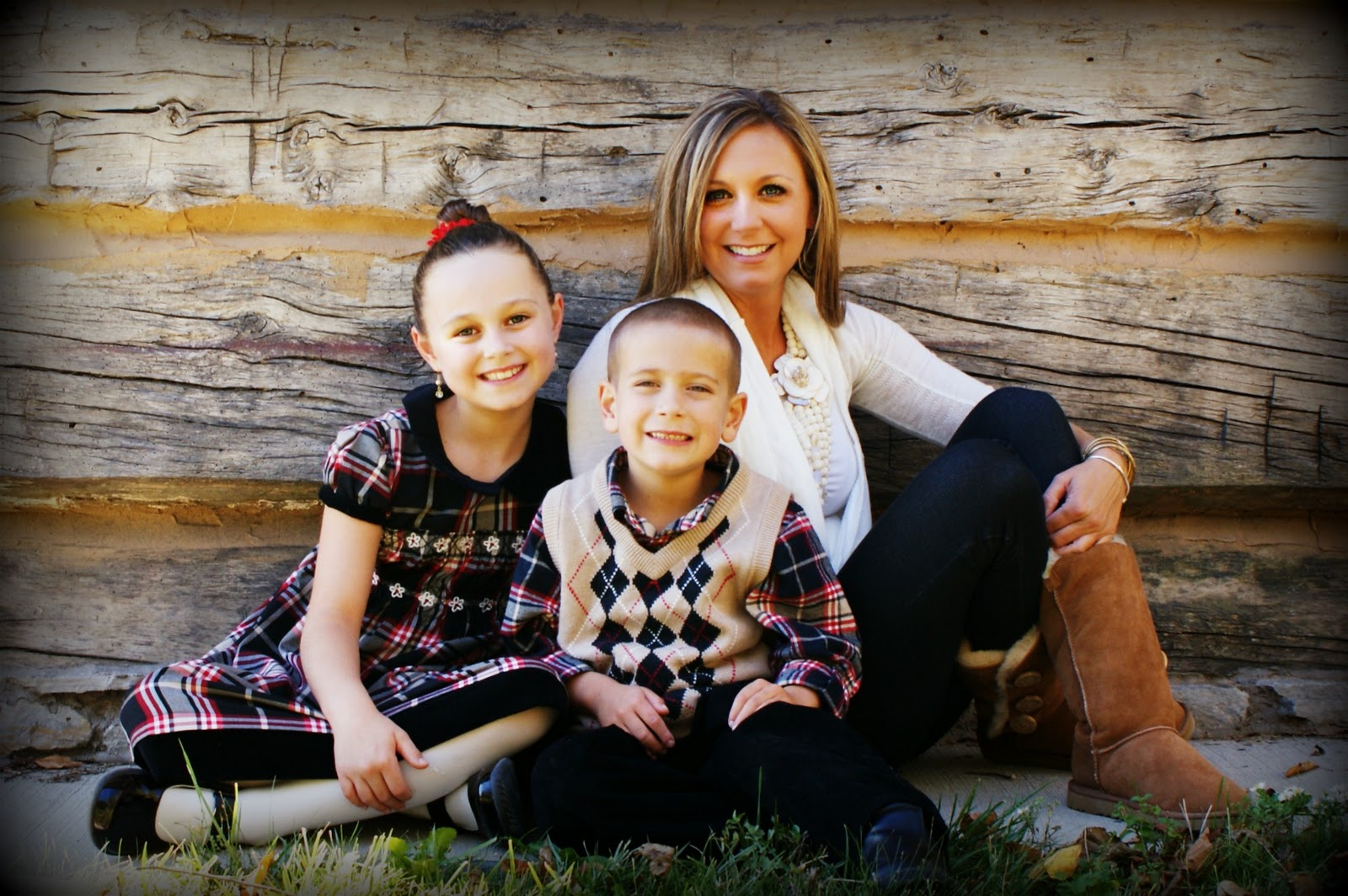 Fall Family Photo Outfit Ideas http://www.hollytomlinson.com/2010/10/hurt-family-fall-2010.html