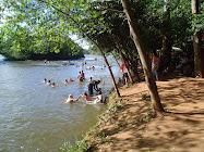 BANHISTAS NO RIO TIBAGÍ